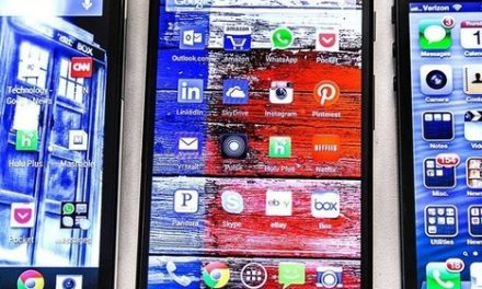 How the Moto X Compares to the Galaxy S4, HTC One and iPhone 5
